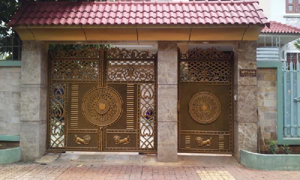 Chọn cổng nhôm đúc hợp kim nhôm hay cổng sắt cho cổng biệt thự?