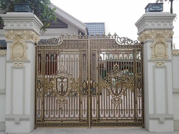 Sản xuất thi công cổng nhôm đúc cho cổng biệt thự tại TPHCM