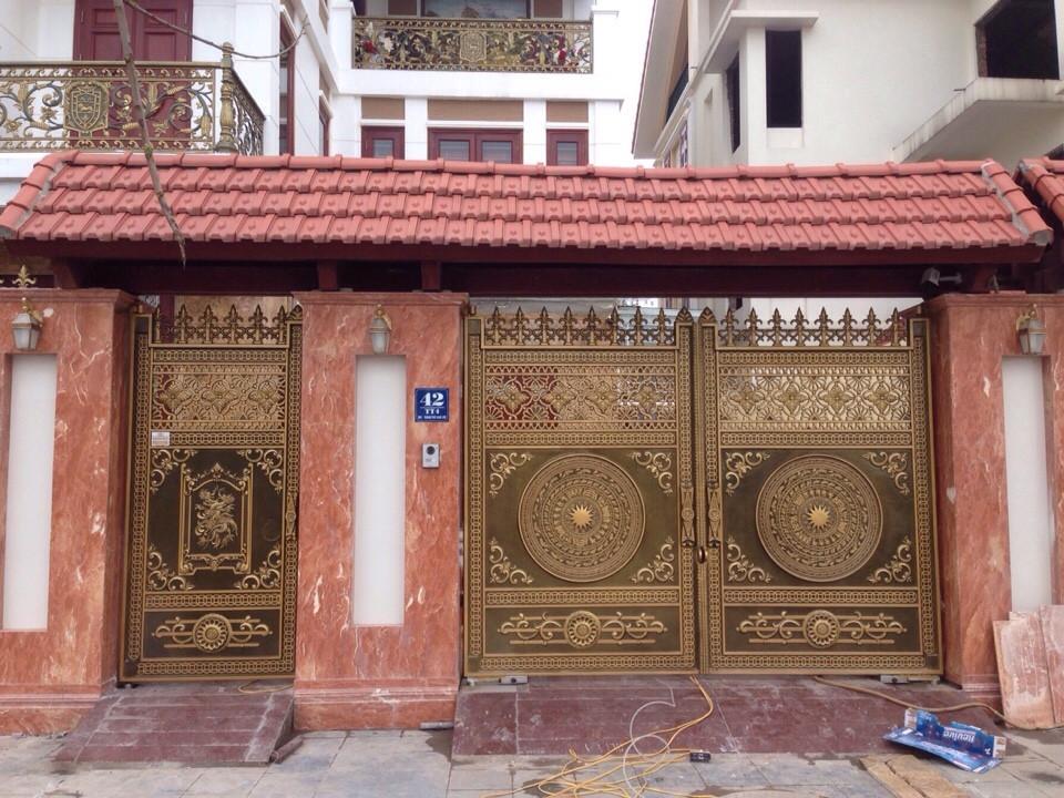 Thi công cổng nhôm đúc tại Quận Sơn Trà Đà Nẵng