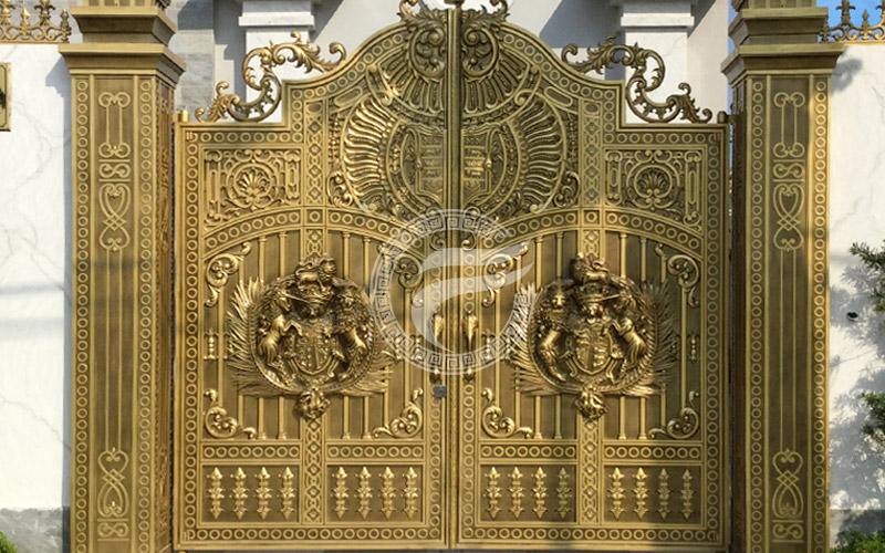 Mẫu cổng nhôm đúc - Mẫu 58: Mẫu cổng phù điêu đúc kín