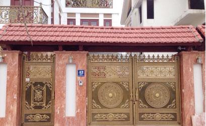 Lắp đặt cổng nhôm đúc Hà Nội mẫu cổng trống đồng tại khu đô thị TP Giao Lưu