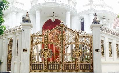 Công trình thi công bông gió tường,cổng nhôm đúc tại quận 7: Cổng nhôm đúc quận 7 nhà anh Dũng