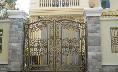 Mẫu cổng biệt thự- cổng hợp kim nhôm 2 cánh
