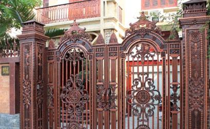 Mẫu cổng biệt thự đẹp - Mẫu cổng nhôm đúc màu đồng đỏ