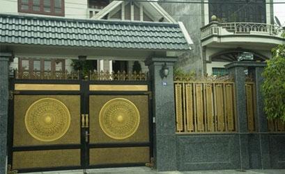 Mẫu cổng nhôm đúc trống đồng biệt thự đẹp