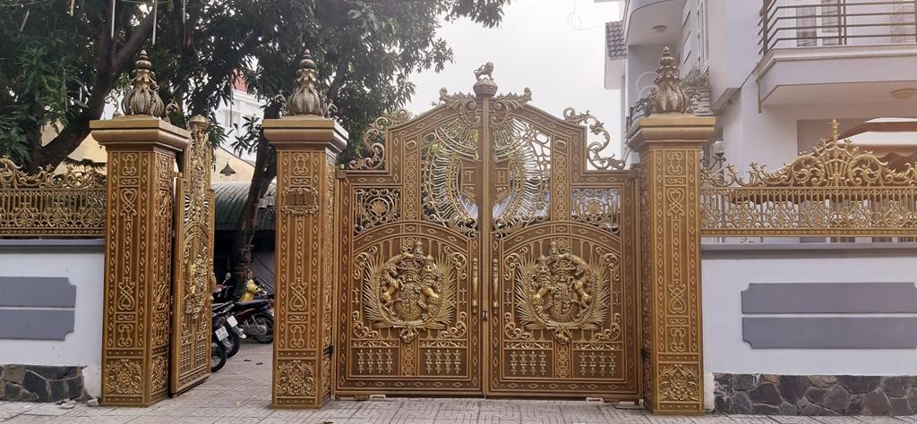 Hình ảnh công trình cổng nhôm đúc tại Cần Thơ
